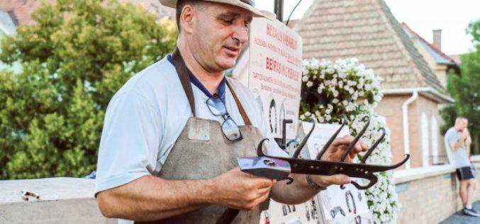 Húsvéti vásár gyulai kovácsmesterrel és öcsödi szalmafonóval