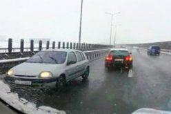 Egy aradi szemben a forgalommal az autópályán