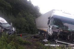 Kisteherautó ütközött kamionnal
