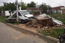 Elszabadult Enel-autó rombolt le egy tákolmányt