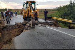 Hétfőre ígérik a Szépfalu-Cseralja között megrongálódott útszakasz javítását
