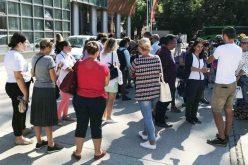 Magyar, német pedagógusok tüntettek a tanfelügyelőség előtt