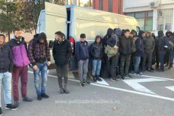 Huszonhét migráns egy kisteherautóban