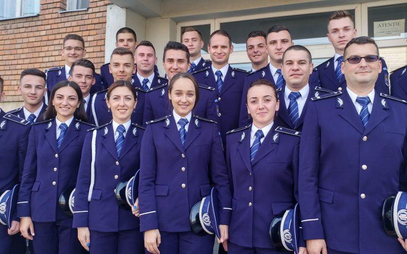 Fess leányok és legények: húsz új rendőr Arad megyének