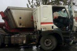Kamion ütközött személyautóval