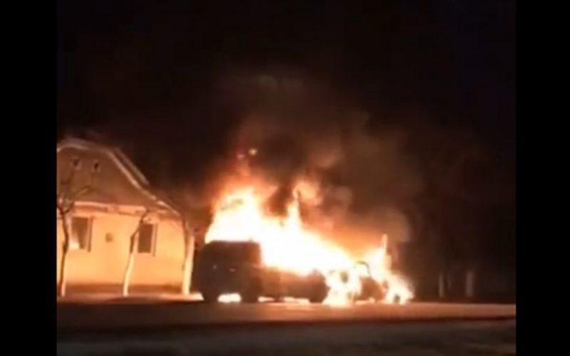 Felgyújtotta saját autóit