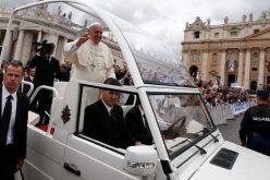 Ilyet sem láttak a Vatikánban: Dacia Duster pápamobil