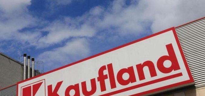 Százezer lej kártérítést fizet a Kaufland egyik aradi alkalmazottjának
