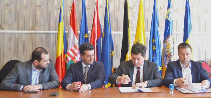 Dupla szerződéskötés Pécskán