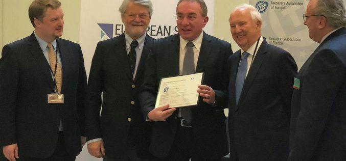Az Európai Adófizetők Egyesülete díjazta Winkler Gyulát