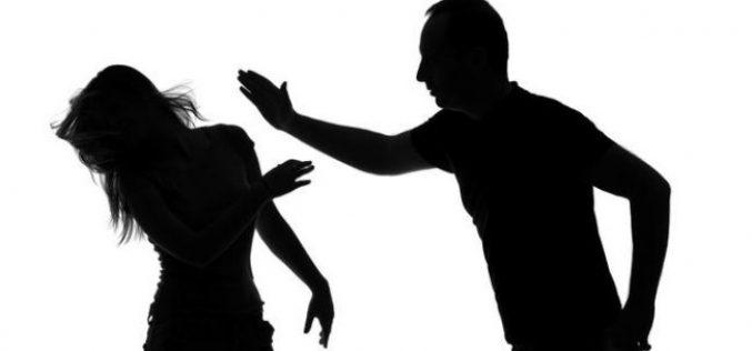 Családi csetepaték: három férfi fenyegette meg feleségét