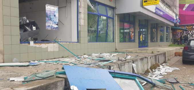 Felrobbantottak egy bankautomatát Aradon