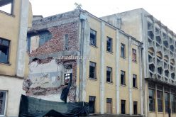 Az aradi ipartörténet újabb épülete tűnik el: bontják a babagyárat