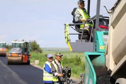 Hamarosan befejezik az Újfalu-Temes megye határa út aszfaltozását