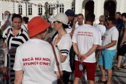 Tüntettek a tanárok a Városháza előtt