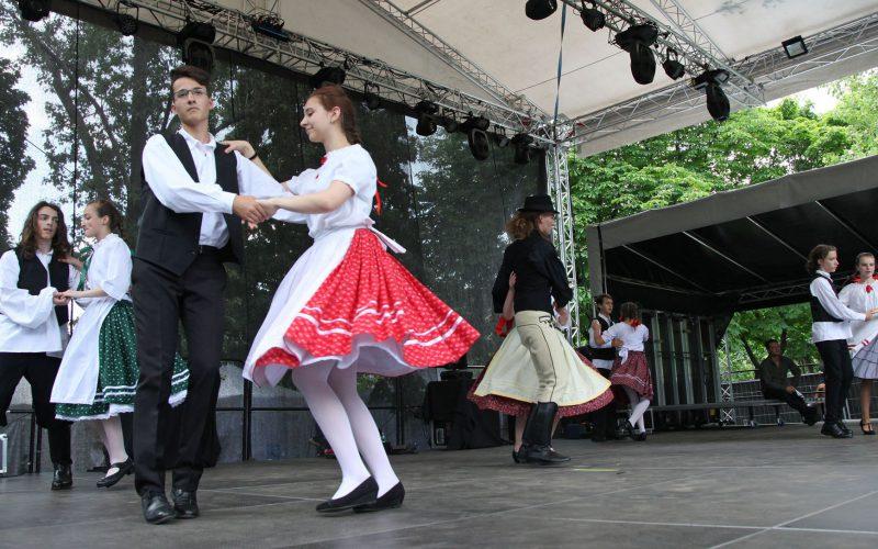 Csikys néptáncosok Budapesten a Hegyvidéki Napokon