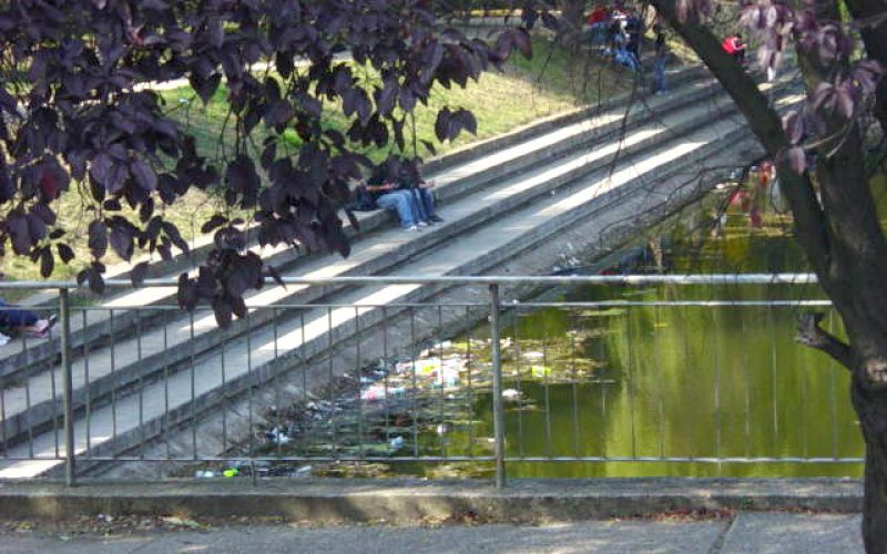 Öngyilkosság: beugrott a ligeti tóba