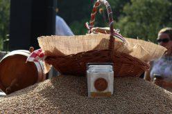 Összeöntötték a Kárpát-medencei magyar gazdák által gyűjtött búzát