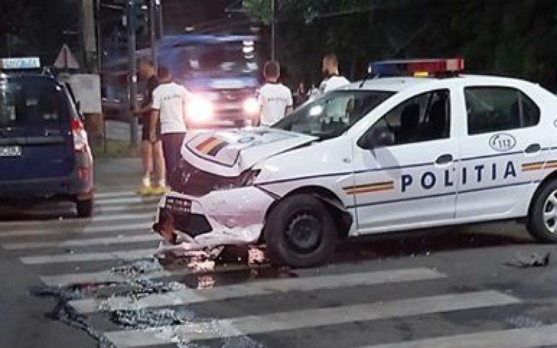 Kihallgatás helyett kórházba: taxival ütközött egy rendőrautó