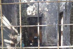 Kigyulladt a hajdani gáji kaszárnya egyik melléképülete