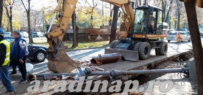 Majdnem halálos baleset történt a belvárosban: kidöntöttek egy villanyoszlopot