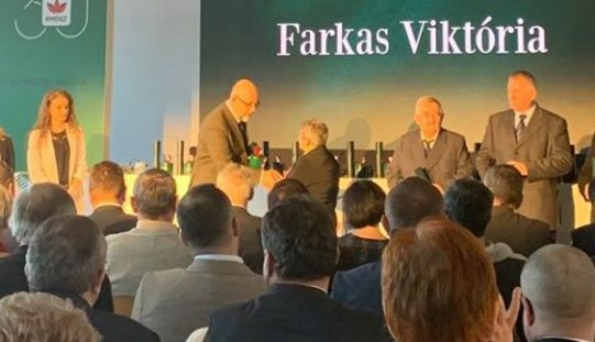 Farkas Viktória átvette az Ezüstfenyő-díjat