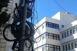 Leszedetik az épületekről a kommunikációs kábeleket