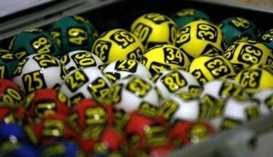 Aradon fogadott a 100 ezer lejt bezsebelő lottózó