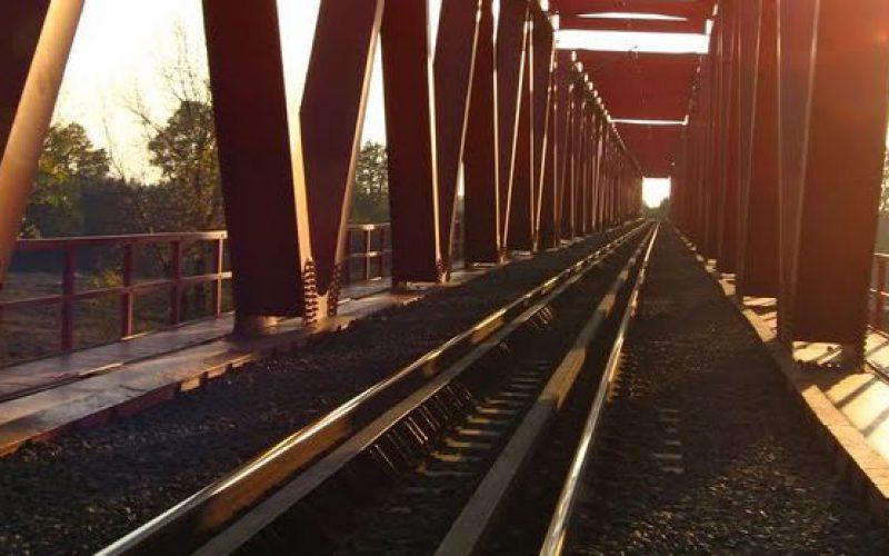Tizenkilenc éves fiatalember holttestét találták meg a vasúti hídnál