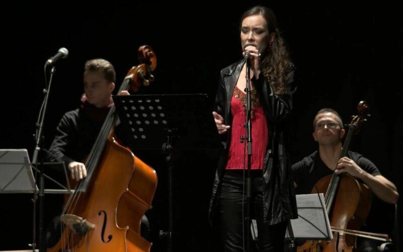 Aradi Kamaraszínház: ha pénteken esik, szombaton lesz az előadás