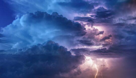 Narancssárga viharjelzés hétfő estére-éjszakára