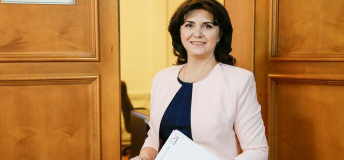 Hibrid tanévet ígér a miniszter: még faragják