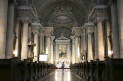 Engedélyezik a beltéri miséket, istentiszteleteket