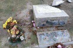 Tizenegy sírt gyaláztak meg a vadászi református temetőben