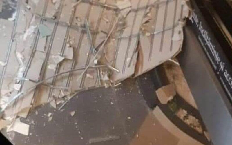 Leszakadt az Atrium pláza mennyezetének egy része