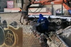 Lebontanak, majd újjáépítenek egy nyilvános vécét