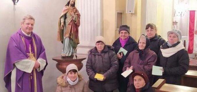 Battonyán 150 éves Jézus-szobrot hoztak elő a templom raktárából