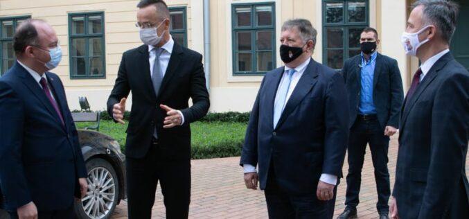 Szijjártó és Aurescu a két Arad megyei új határátkelőről is aláírt
