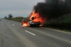 Kigyulladt egy BMW az országúton