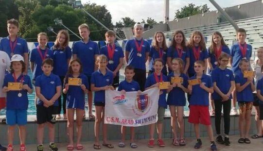 Remekül szerepeltek az aradi úszók Békéscsabán