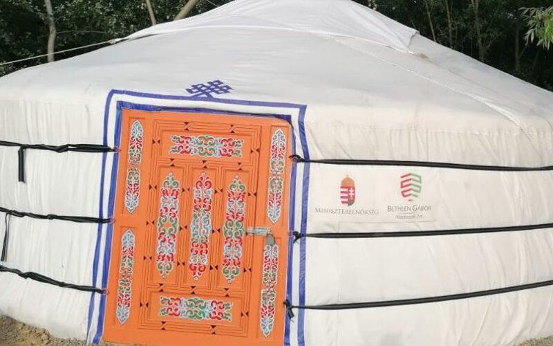 Őseink hajléka: jurtát kaptak az erdőhegyi íjászok