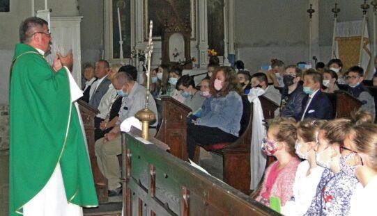 Ifjúsági szentmise Pécskán